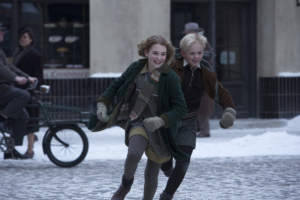 11-årige Sophie Nélisse spiller fremragende som bogtyven. Foto: Twentieth Century Fox, 2014.