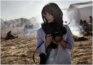 Rebecca føler sig draget af konflikt, hendes fotografier er et kald og en forpligtelse.