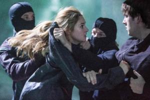 Heltinden Tris i desperat kamp for at undslippe systemets magtgreb. PR-foto.