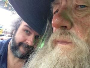 Her ses et selfie af Peter Jackson og Ian McKellen  taget under indspilningerne til Hobbitten fra Jacksons facebookprofil.