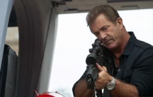 Stallones tæskehold møder værdig modstand i Conrad Stonebanks spillet af Mel Gibson.