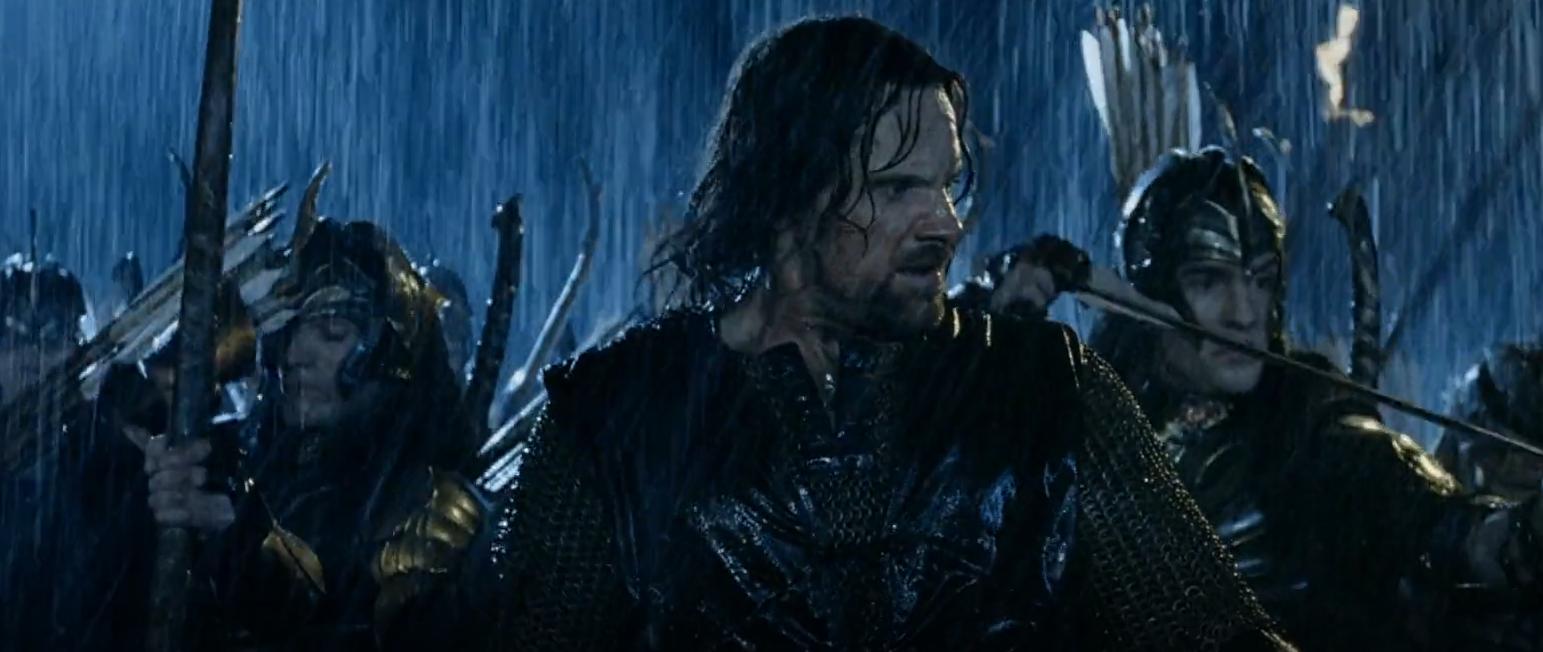 I en 40 minutter lang sekvens skal Aragorn (Viggo Mortensen), Legolas (Orlando Bloom) og Gimli (Jonathan Rhys Davies) hjælpe Rohan med at bekæmpe Isengards styrker i den midterste fortælling i Ringenes Herre-trilogien (2001-2003). (Foto: SF Film)