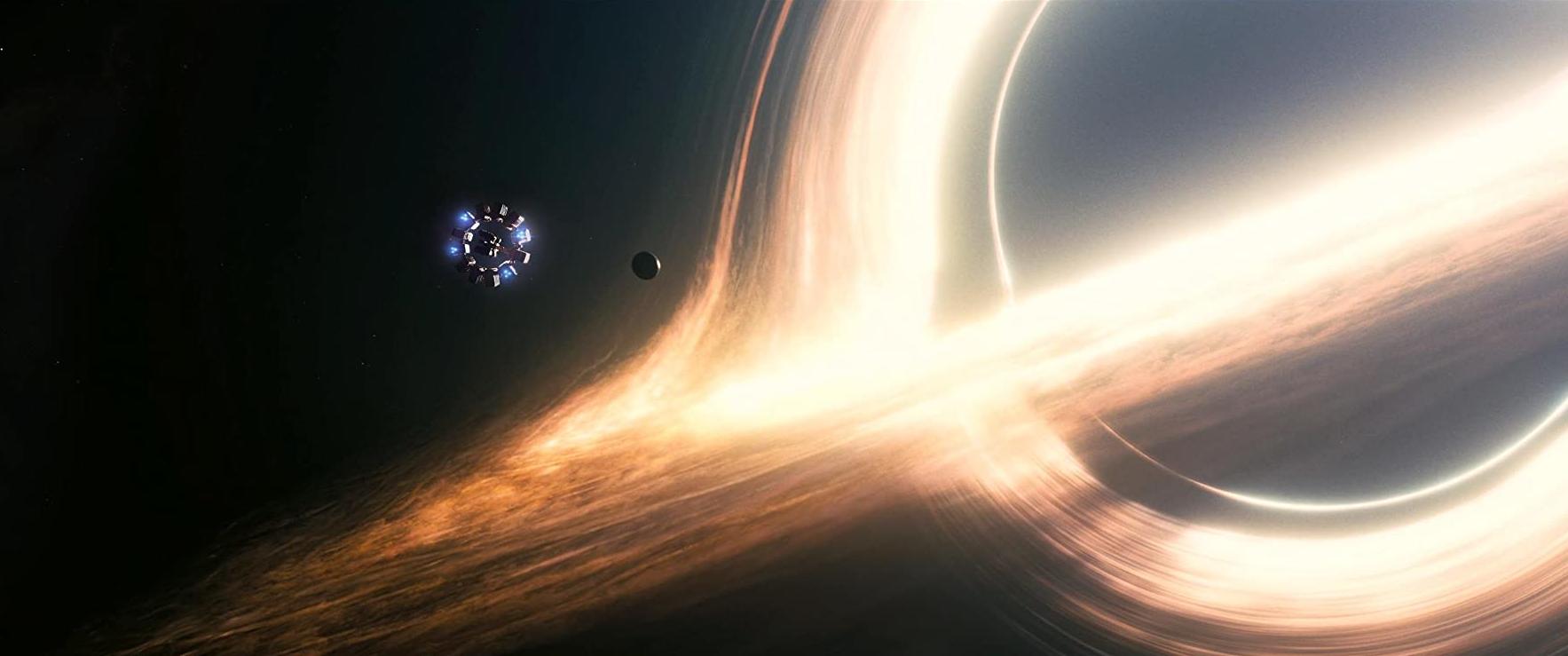 Et supermassivt sort hul som præsenteret i Interstellar (2014). Nogle af de computergenererede billeder tog op til 100 timer at gengive og fyldte til sidst over 800 terabytes. (Foto: Warner Bros.)