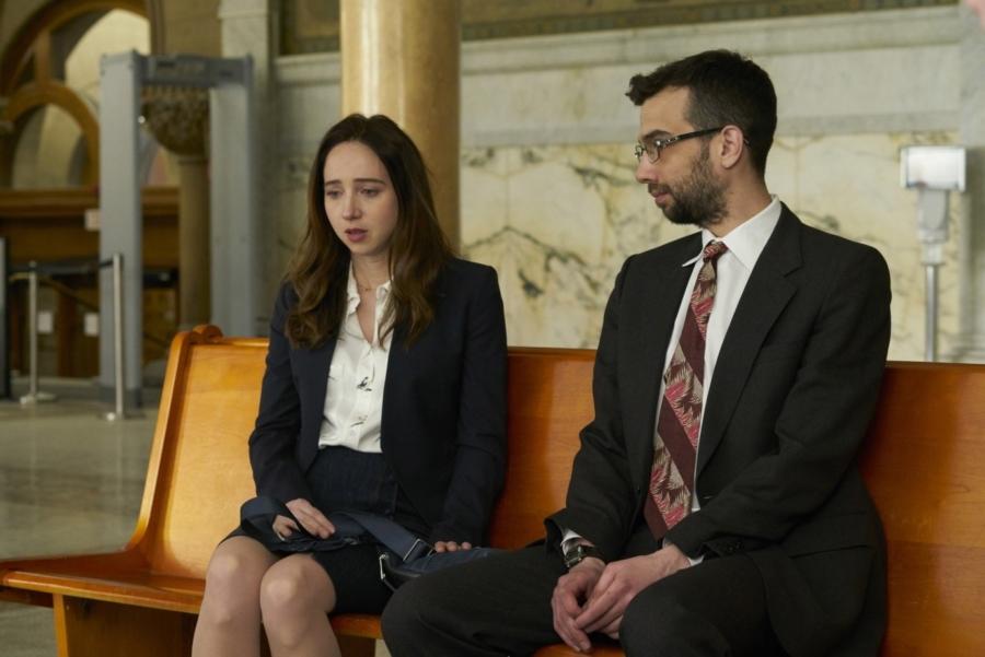 Clara (Zoe Kazan) kæmper for en ny eksistens med sine to drenge i NYC, men det er ikke uden problemer. (Foto: SF Studios/Per Arnesen)