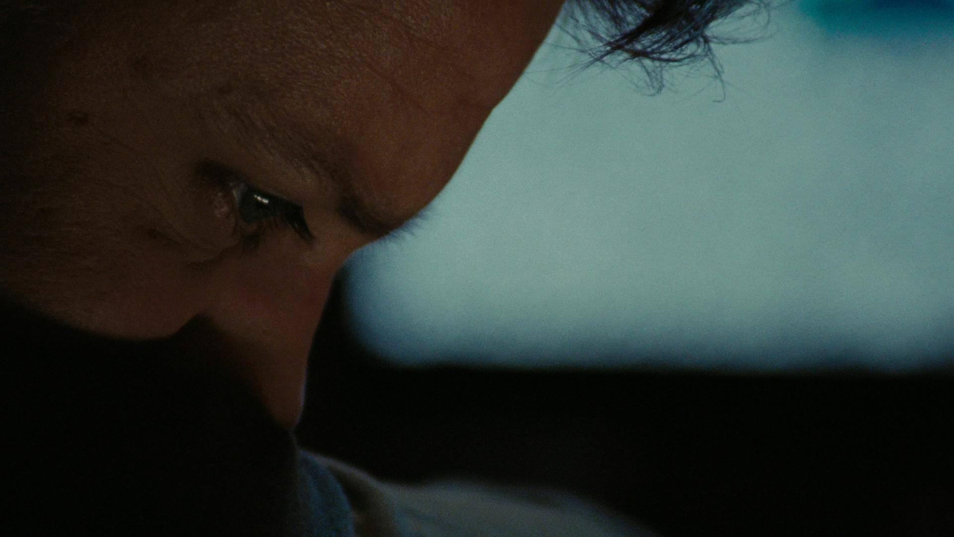 William James (Jeremy Renner) ved ikke hvad han skal stille op, når han er hjemme hos familien. Alt, hvad han kender og er god til, er at være i krig. (The Hurt Locker (2009) Foto: Nordisk Film)