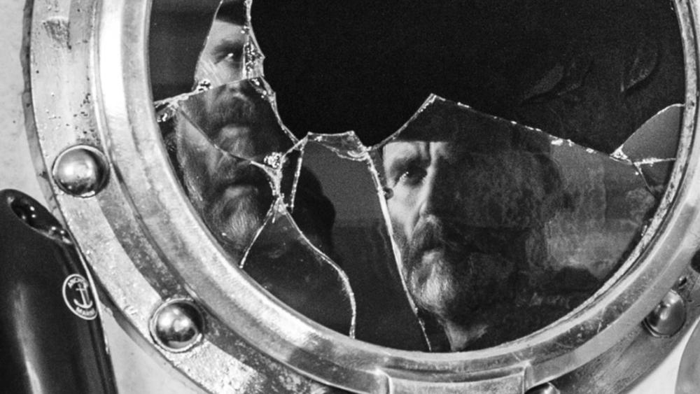 Filmens billeder tager inspiration fra de russiske montagefilm, der heller ikke gik så meget op i individet. (Foto: Metronome)