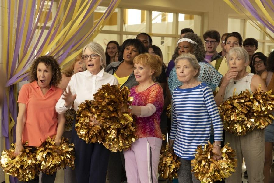 Diane Keaton, Jacki Weaver og resten af cheerleading-klubben finder pomponerne og den tyndstrakte humor frem til en blandet omgang underholdning. (Foto: UIP)